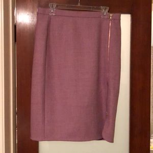 Pink wool pencil skirt with front gold zipper